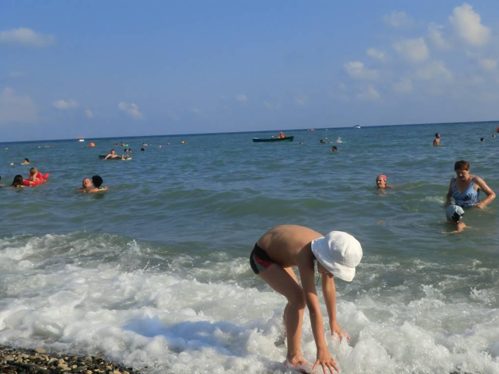 каким критериям альфа геленджик пляж фото одним симпатичных рыжих