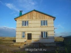 так дом выглядел, когда мы его оштукатурили для защиты самана от ветра и влаги после того, как он просох  - CIMG289.JPG