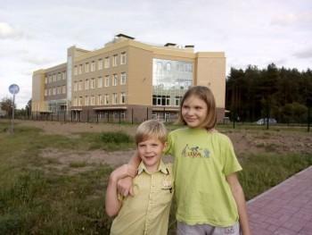 Здание школы. Дочка пошла за компанию, внезапно, по этому не при параде  - A500_20190905_162243.jpg