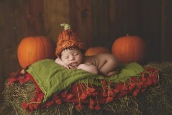 Ждём мы осенью детишек - и девчонок и мальчишек Пришла наша осень 2019  - baby-girl-photographer-newborn-poppy-pumkins.jpg